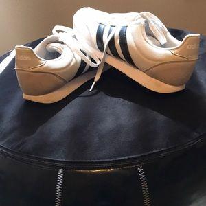 Women's size 9 Adidas tennis shoes